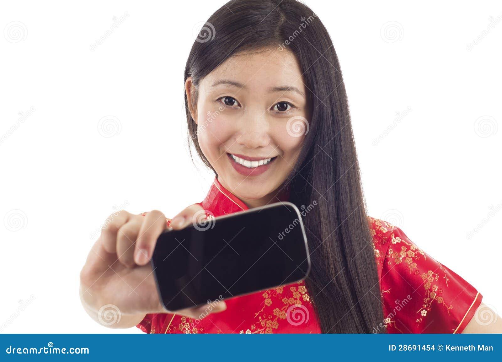 Femme avec le téléphone portable