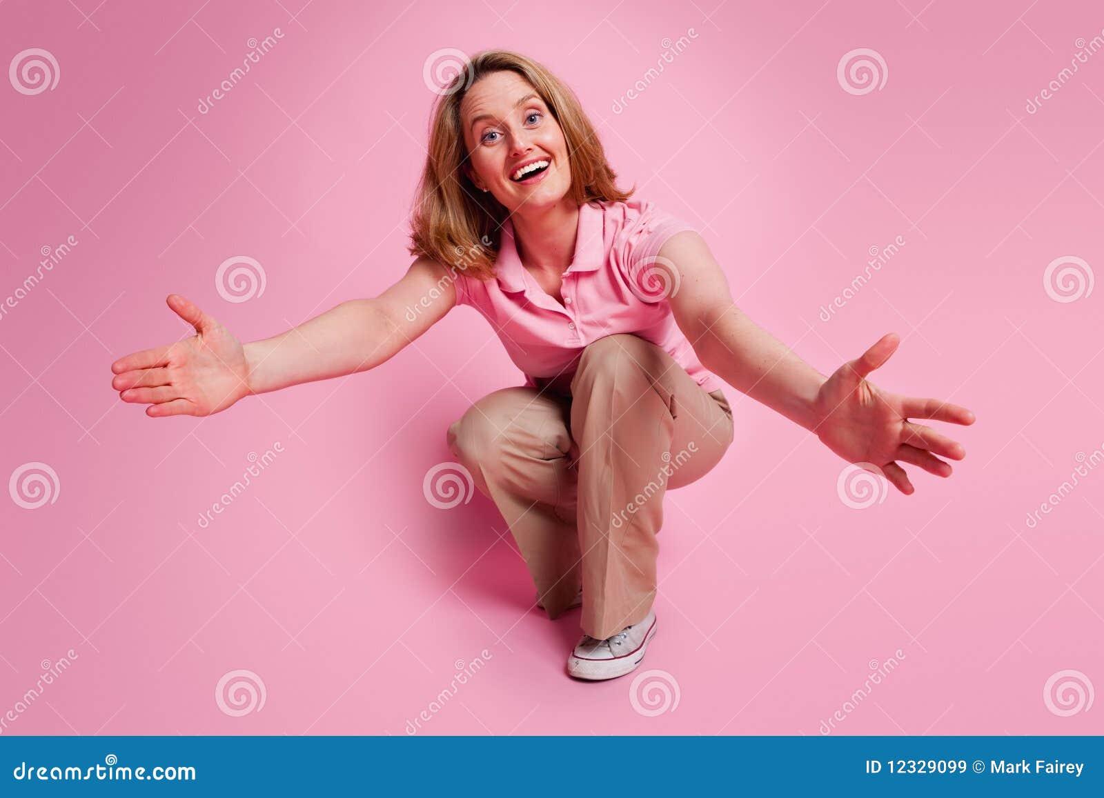 Femme avec les bras ouverts image stock image du rose adulte 12329099 - Bras tatoue femme ...