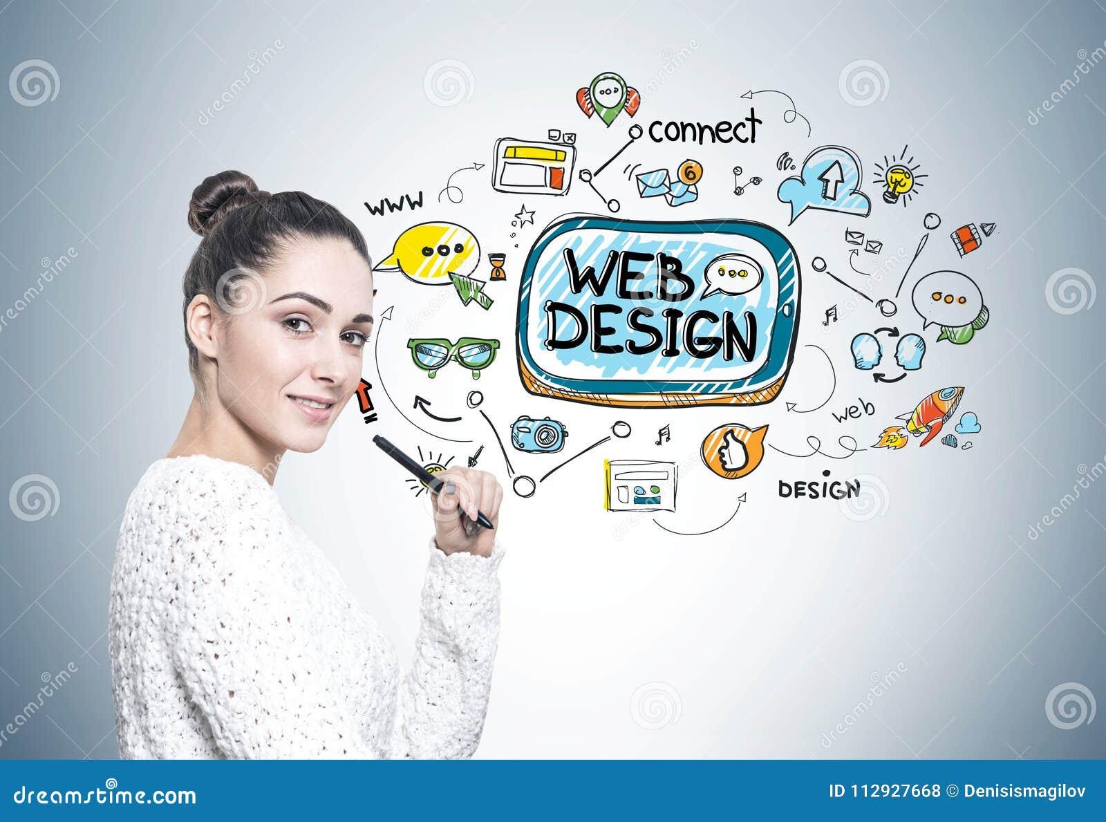 Femme avec un stylo, web design