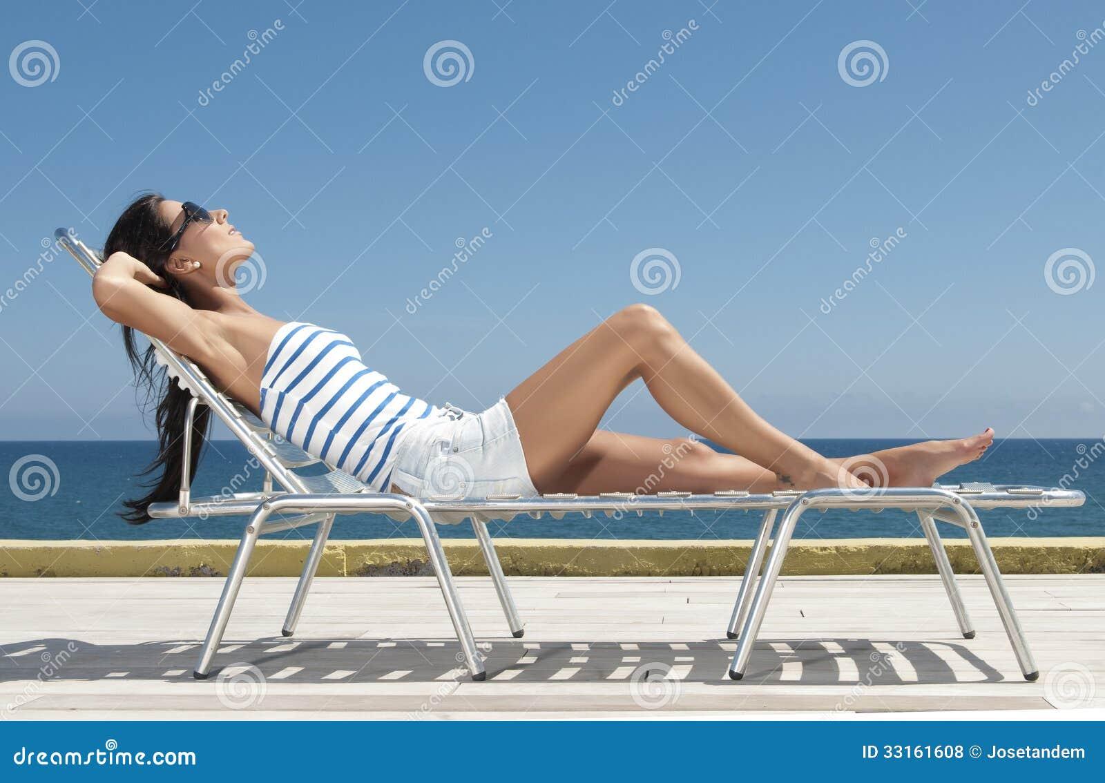 Femme ayant le soleil