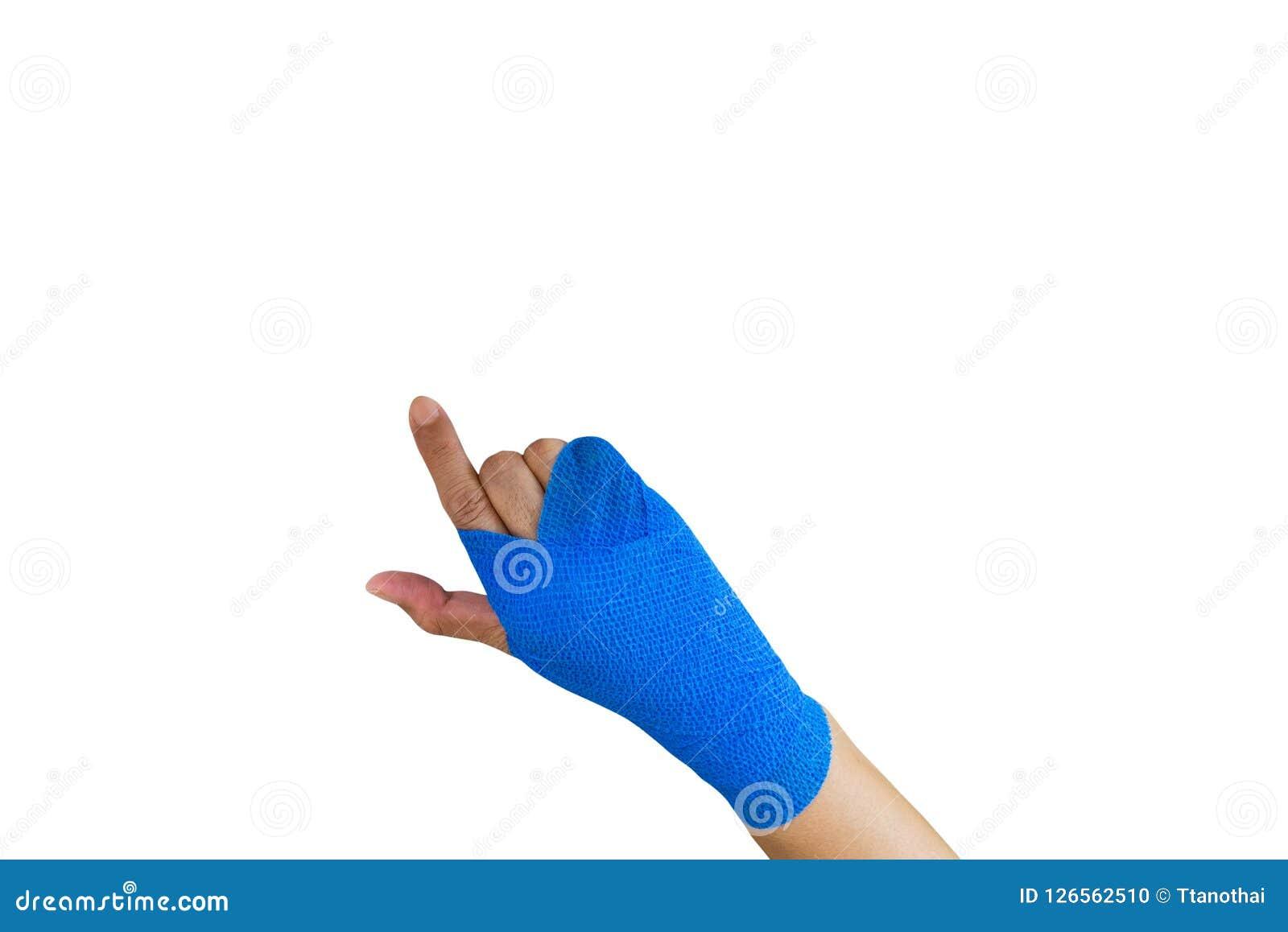 Femme blessée avec le bandage élastique bleu en main d isolement sur le petit morceau