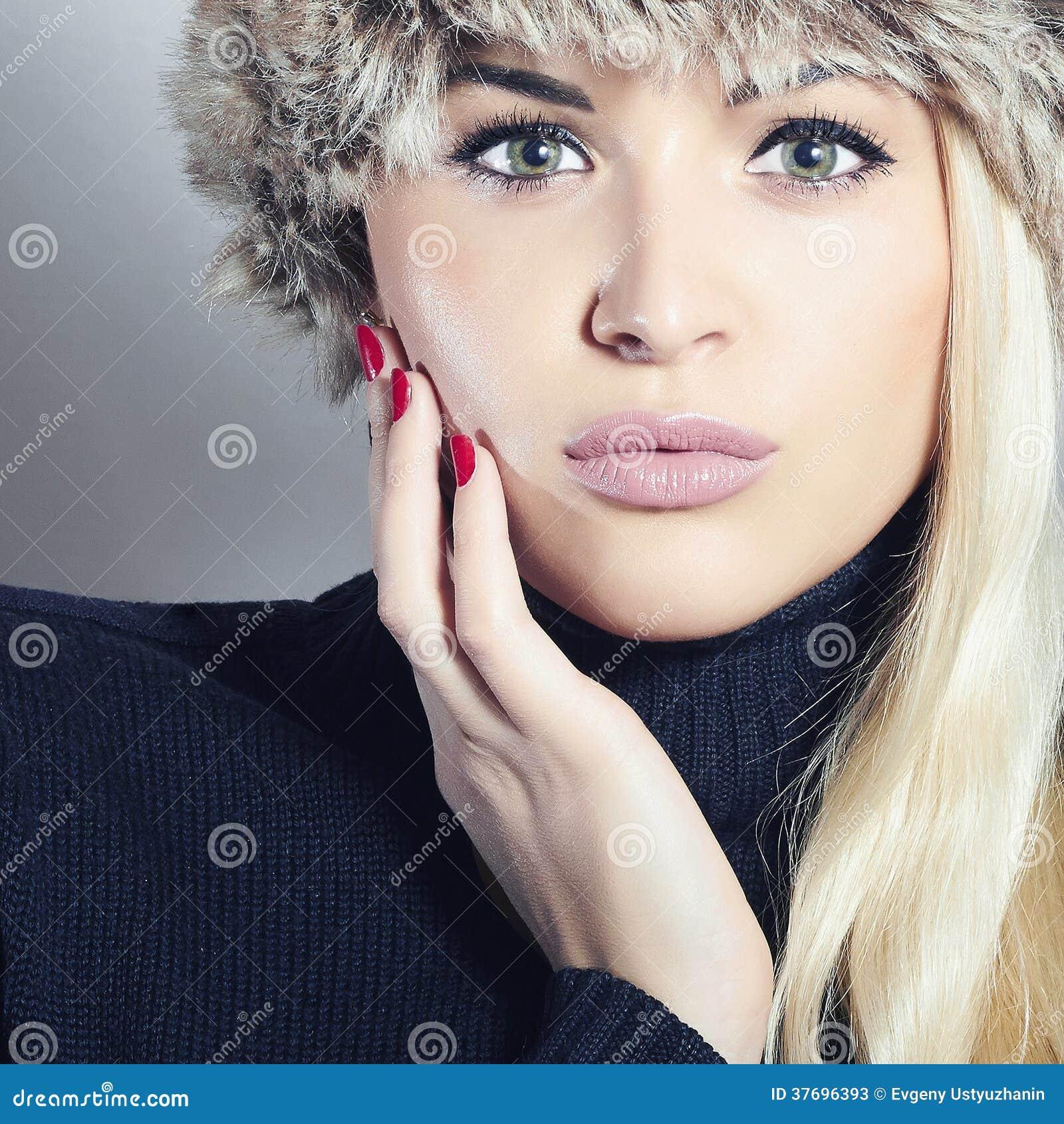 maquillage femme type hiver. Black Bedroom Furniture Sets. Home Design Ideas