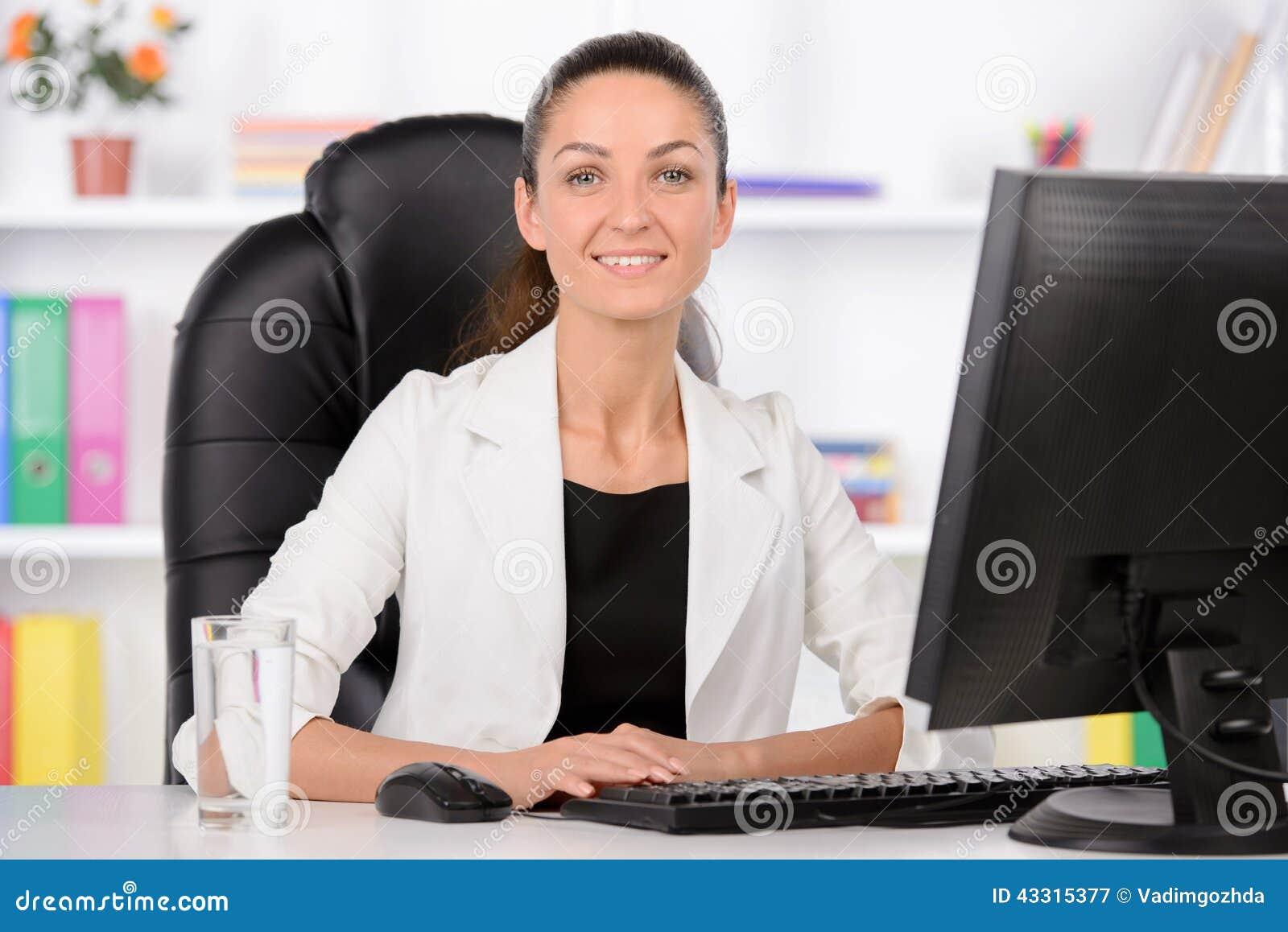 femme d 39 affaires 2 image stock image du businesswoman 43315377. Black Bedroom Furniture Sets. Home Design Ideas