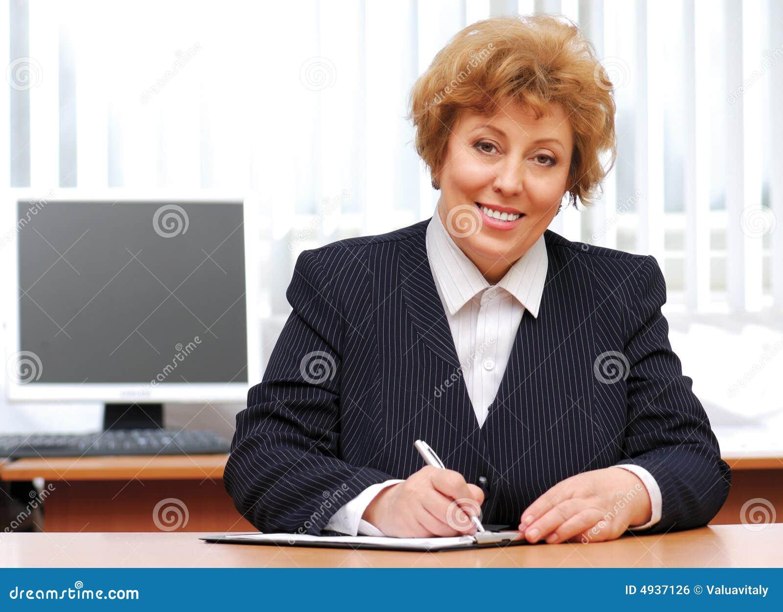 femme d 39 affaires photo stock image du doux bureau regarder 4937126. Black Bedroom Furniture Sets. Home Design Ideas