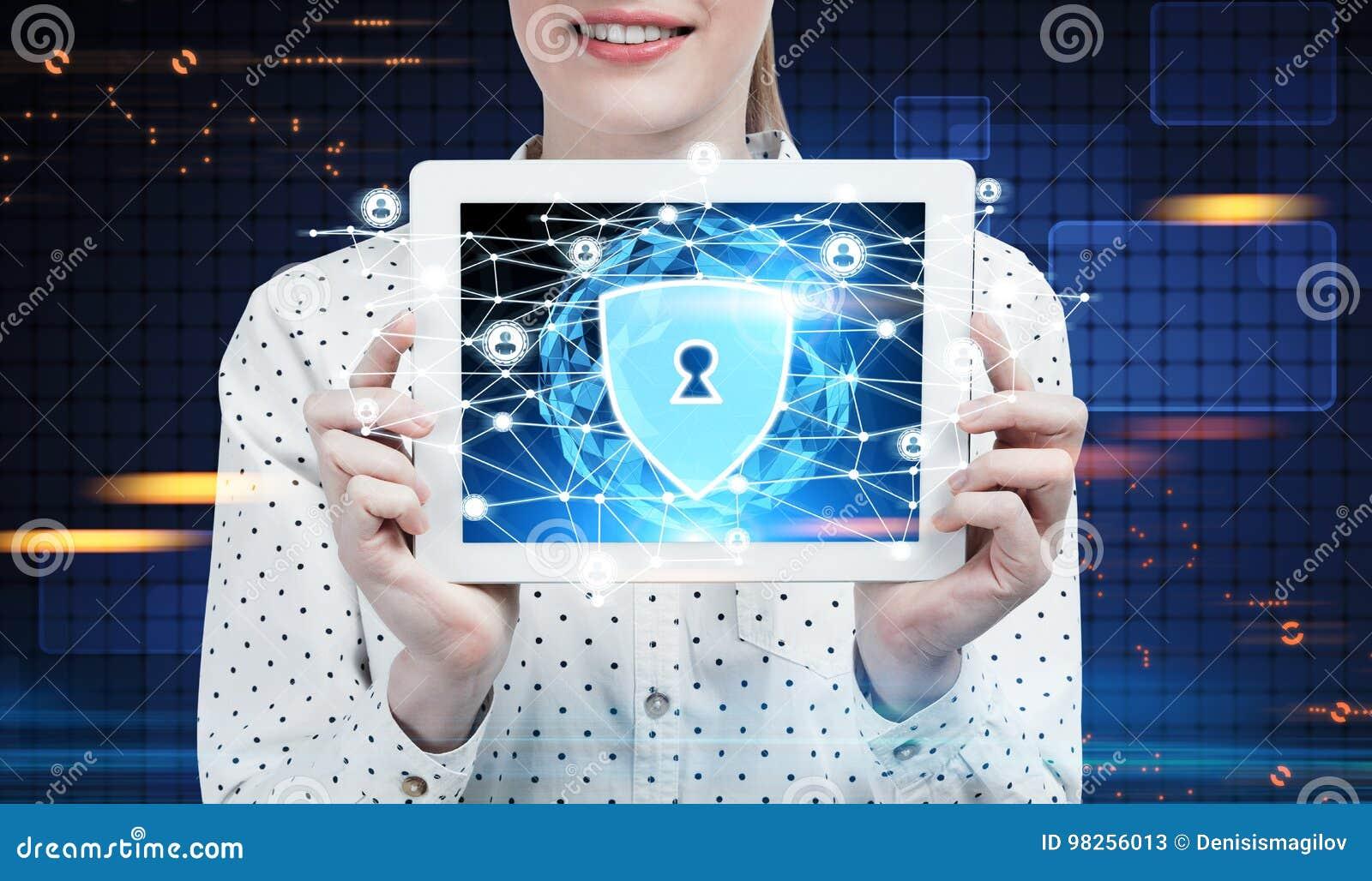 Femme d affaires avec un comprimé, réseau de sécurité