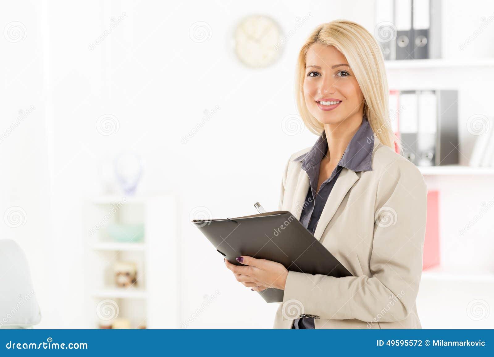 femme d 39 affaires blonde with folder photo stock image du robe fichier 49595572. Black Bedroom Furniture Sets. Home Design Ideas