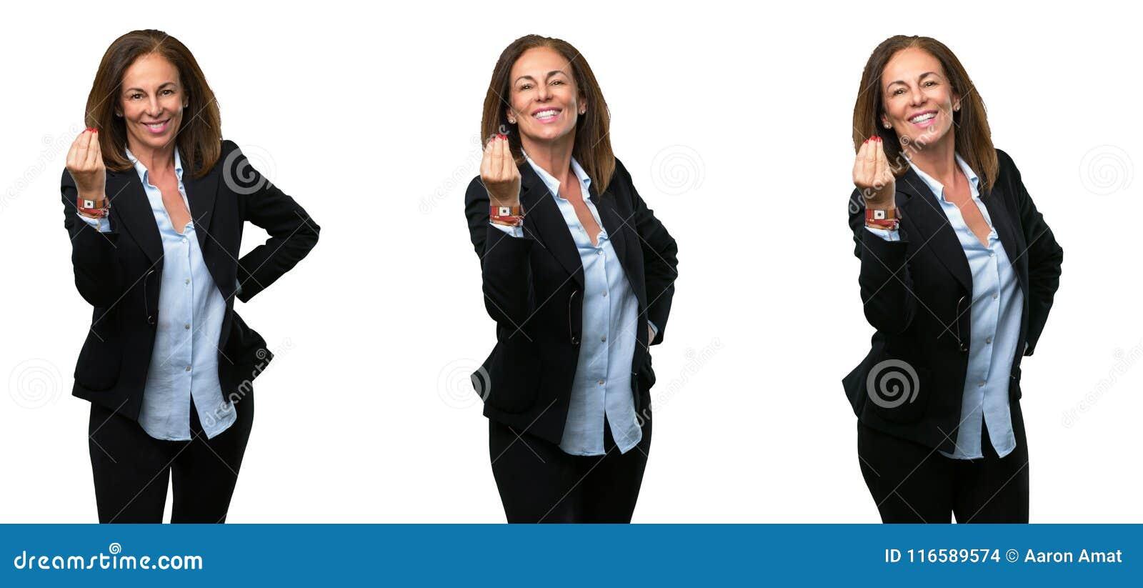 Femme d affaires de Moyen Âge avec de longs cheveux