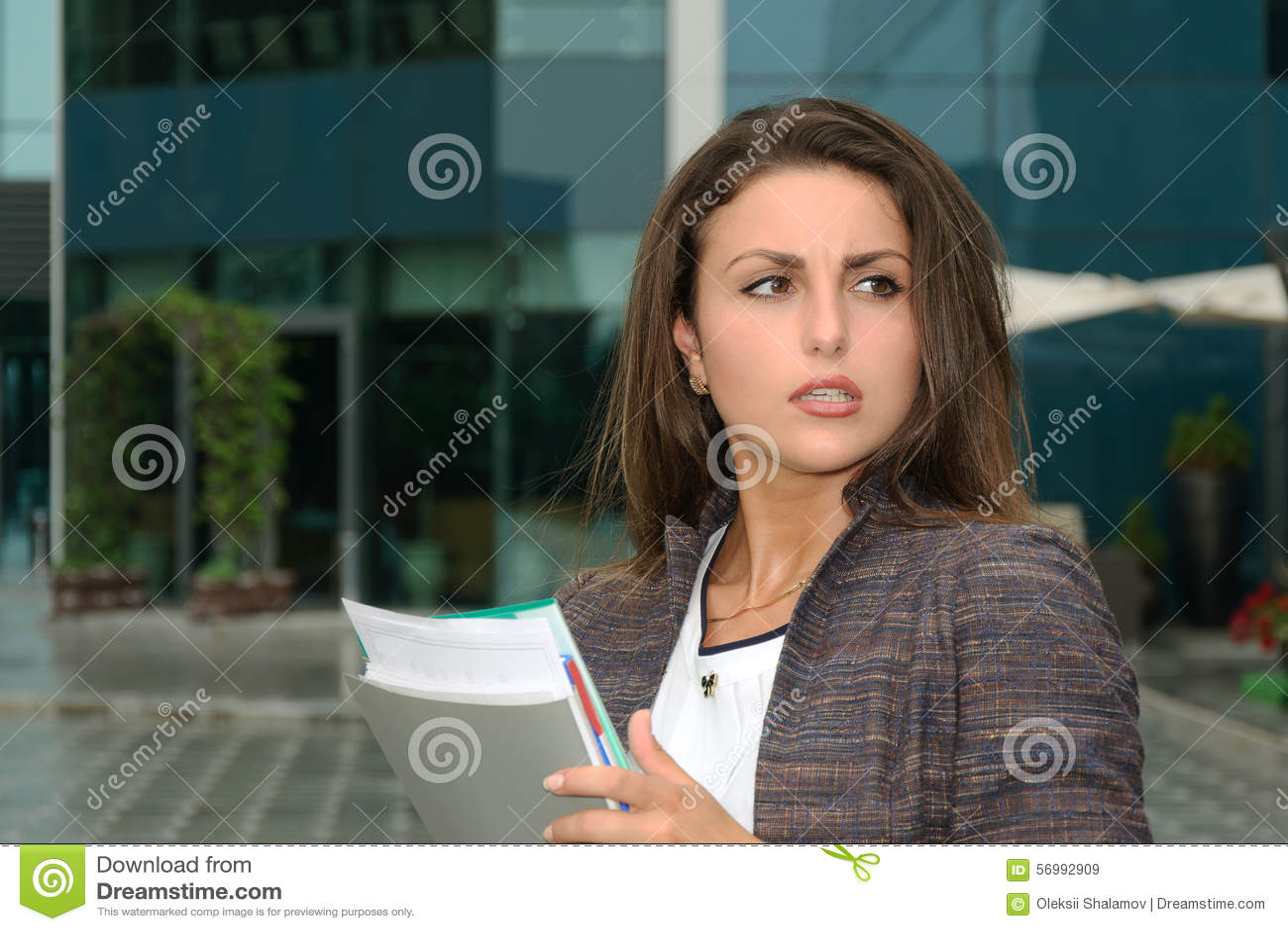 Femme d affaires fortement indignée