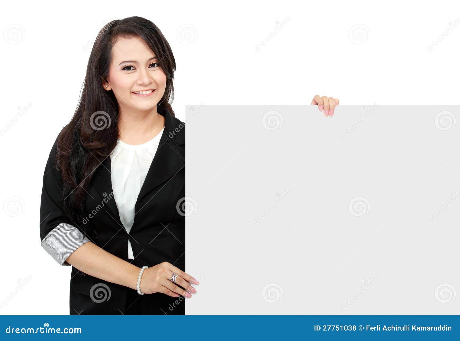 Femme d affaires retenant un panneau-réclame blanc
