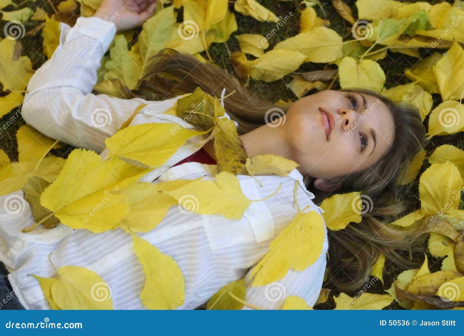 Download Femme d'automne photo stock. Image du adolescents, filles - 50536