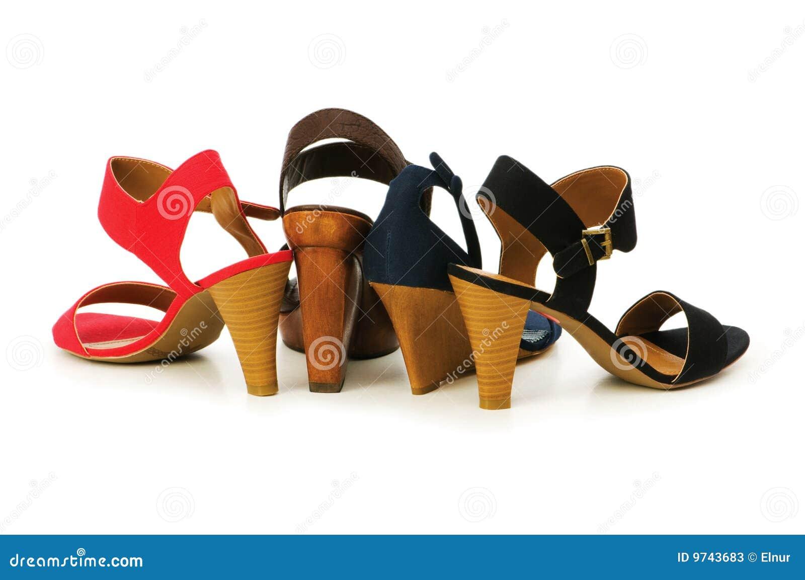 Femme d isolement de chaussures