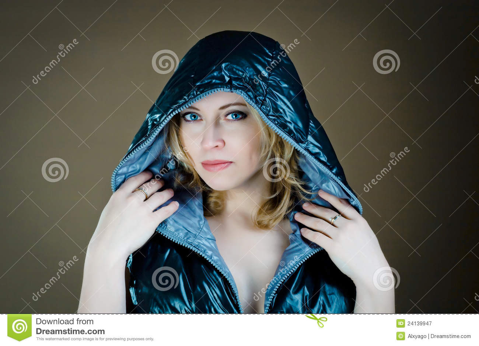 Femme dans la jupe