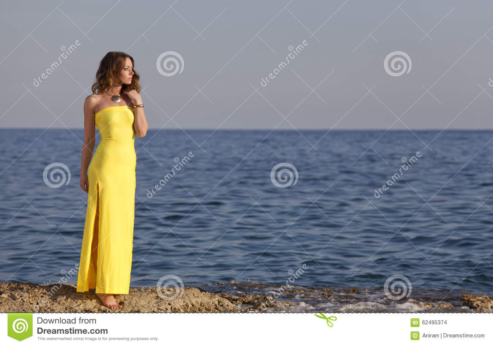 Robe plage jaune