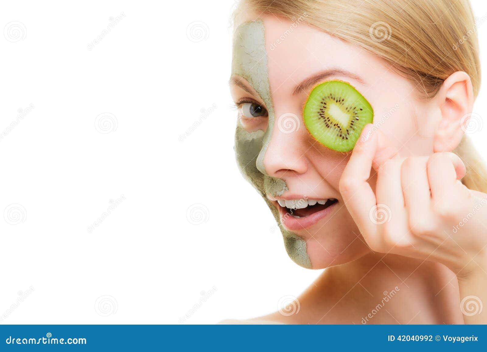 Les oedèmes sur les yeux les procédures cosmétiques