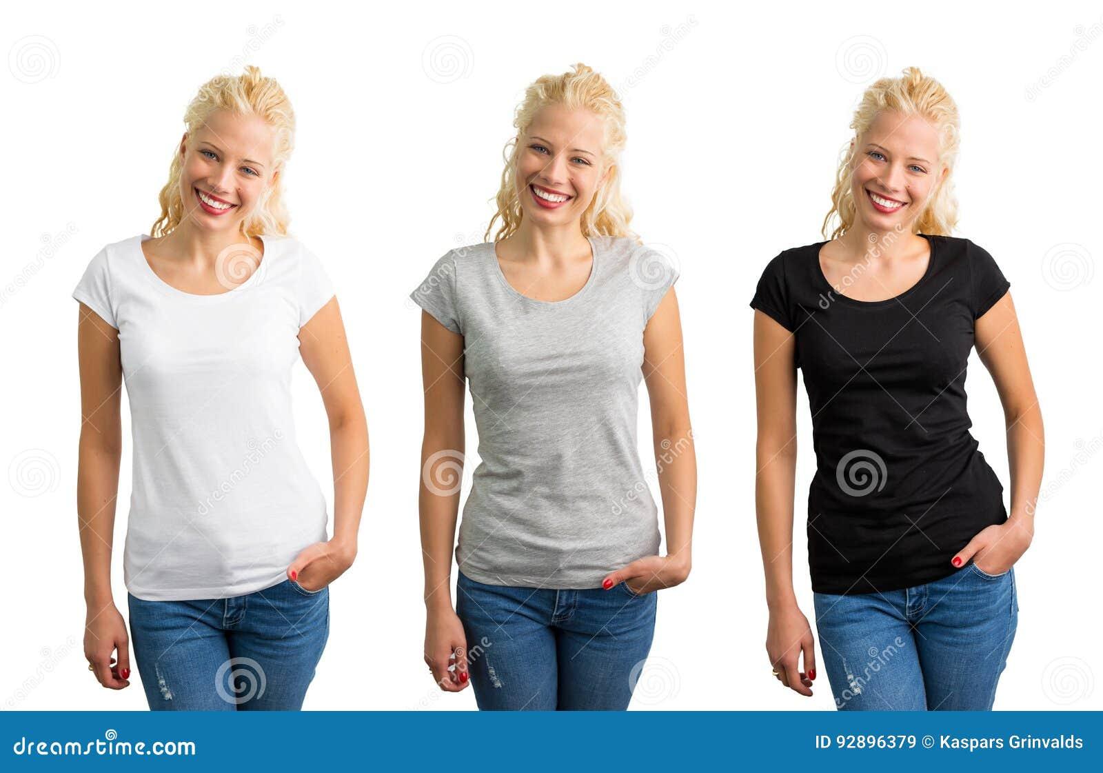 Femme dans le T-shirts blanc, gris, et noir