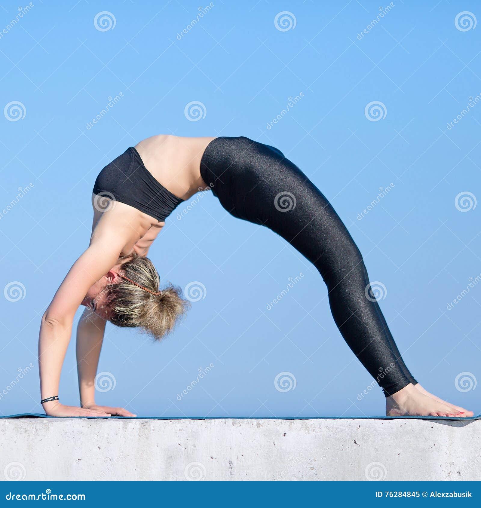 Femme, gymnastique, vêtements de sport. Femme, jeune