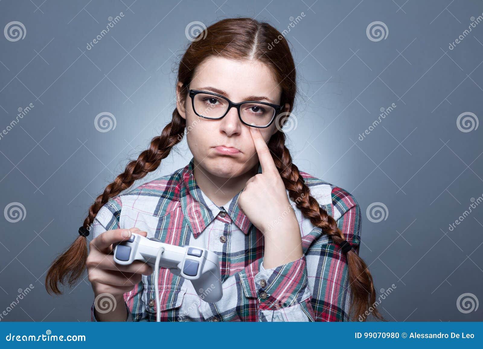 Femme de ballot avec Gamepad