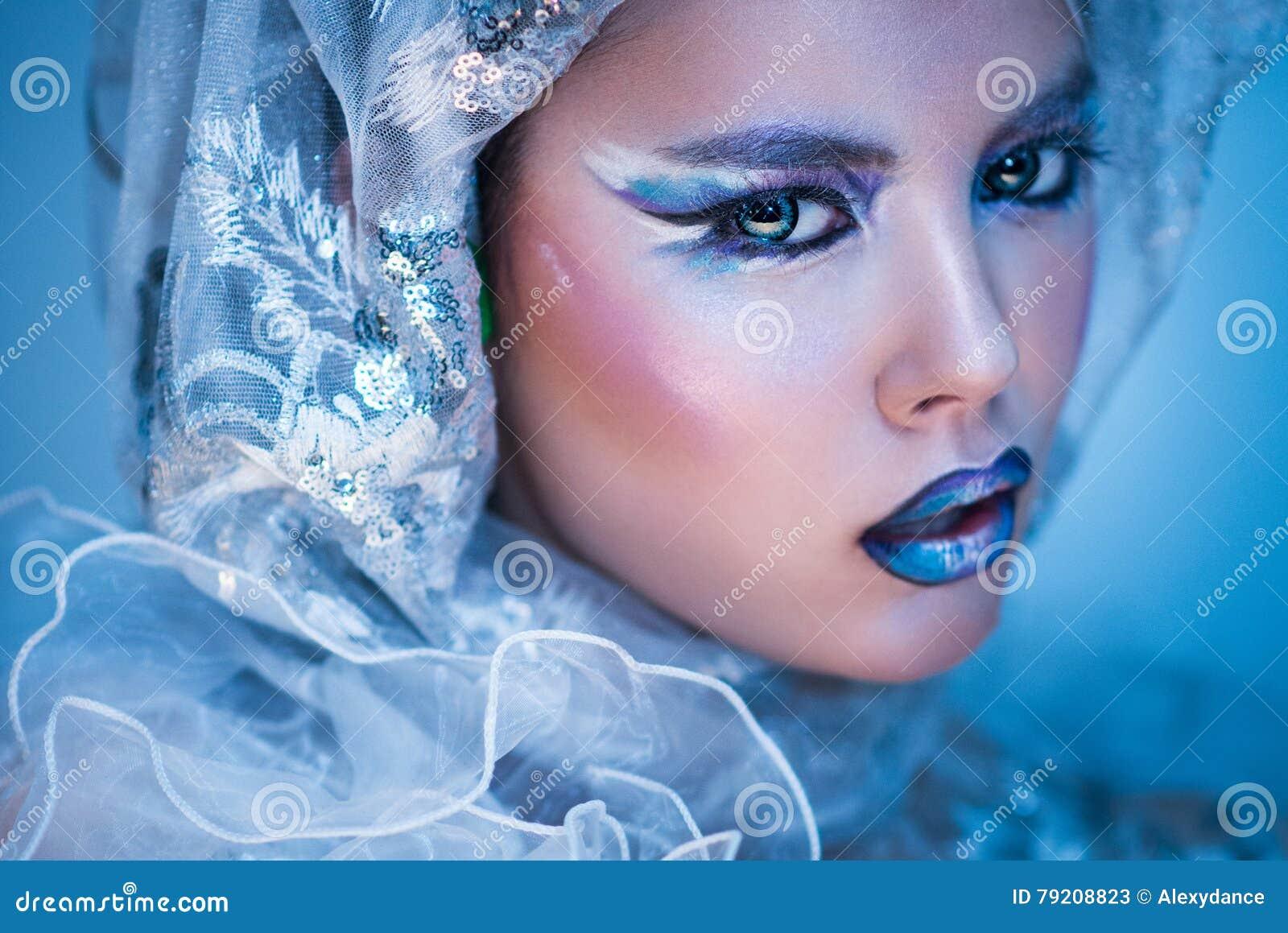 Femme de beauté d\u0027hiver Maquillage de fille de Noël Maquillage de beauté