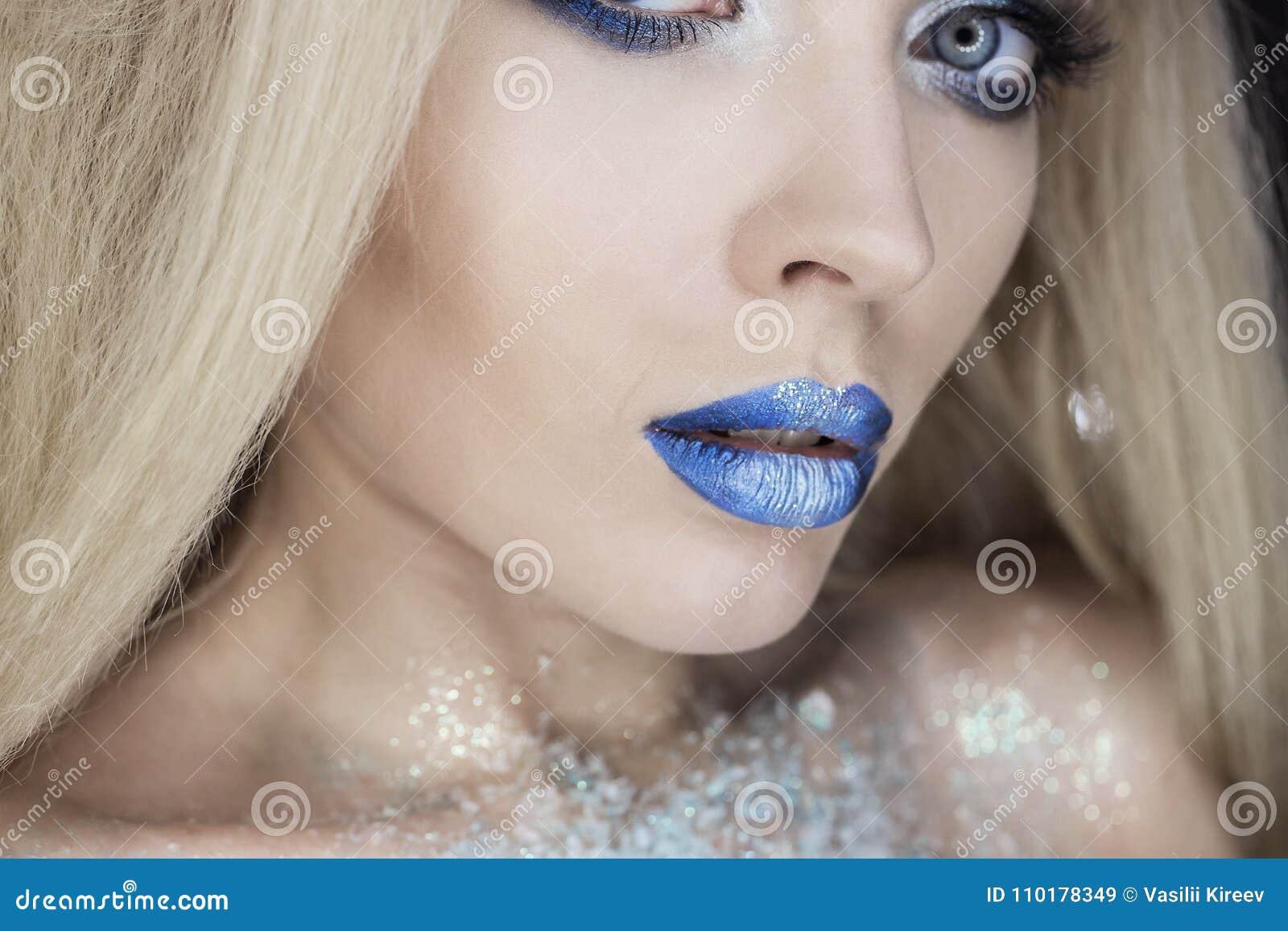 Femme de beauté d hiver Maquillage de fille de Noël Maquillage