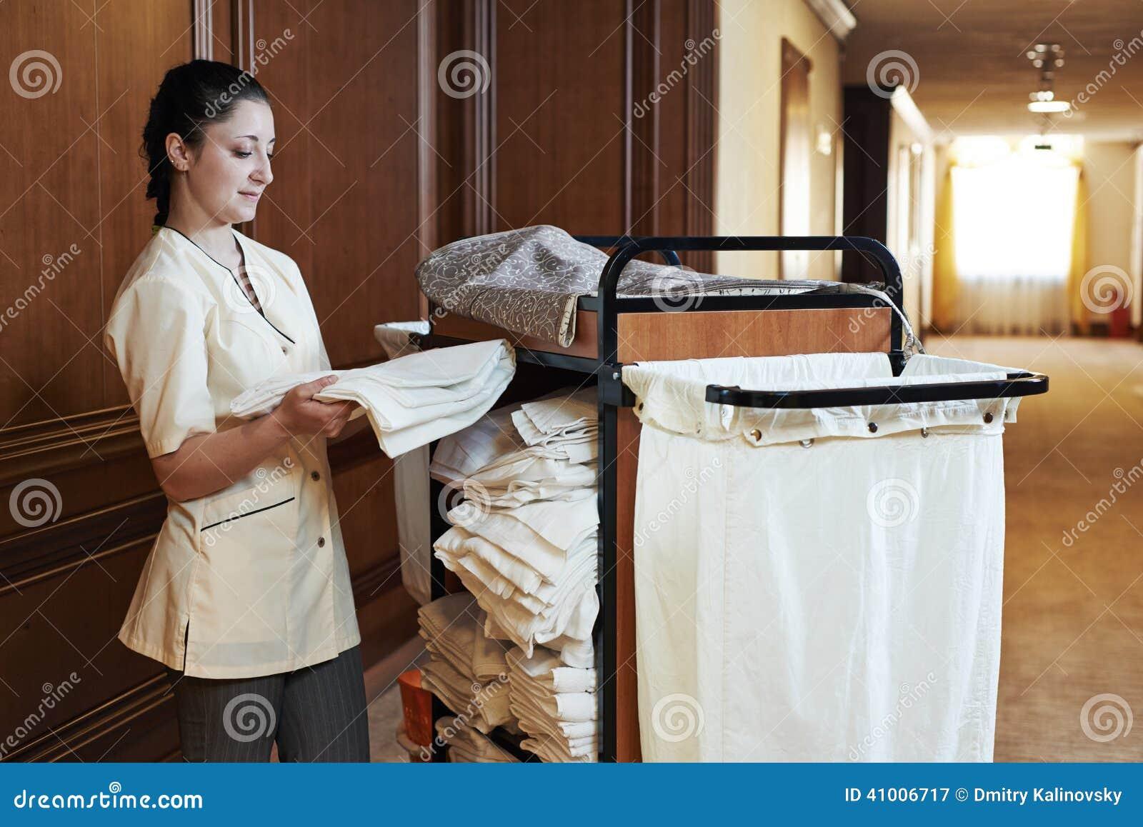 femme de chambre l 39 h tel photo stock image 41006717. Black Bedroom Furniture Sets. Home Design Ideas
