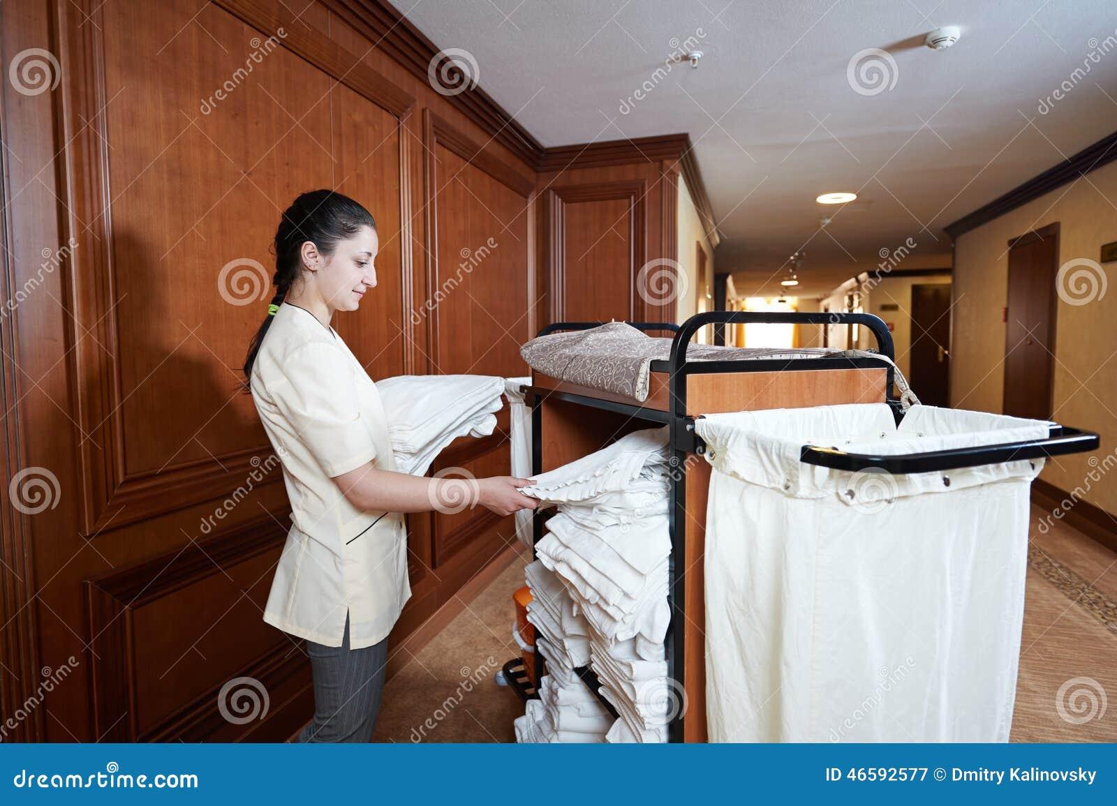 femme de chambre l 39 h tel image stock image du fille 46592577. Black Bedroom Furniture Sets. Home Design Ideas