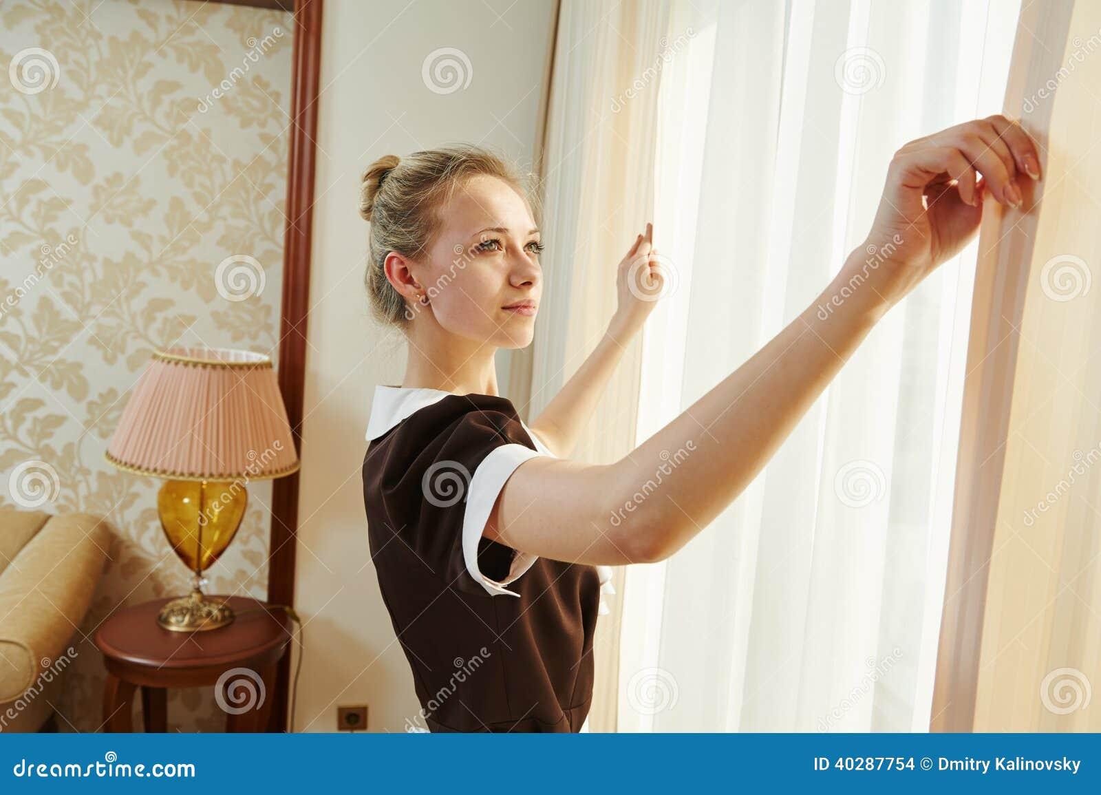 Femme de chambre au service h telier photo stock image for Femme de chambre
