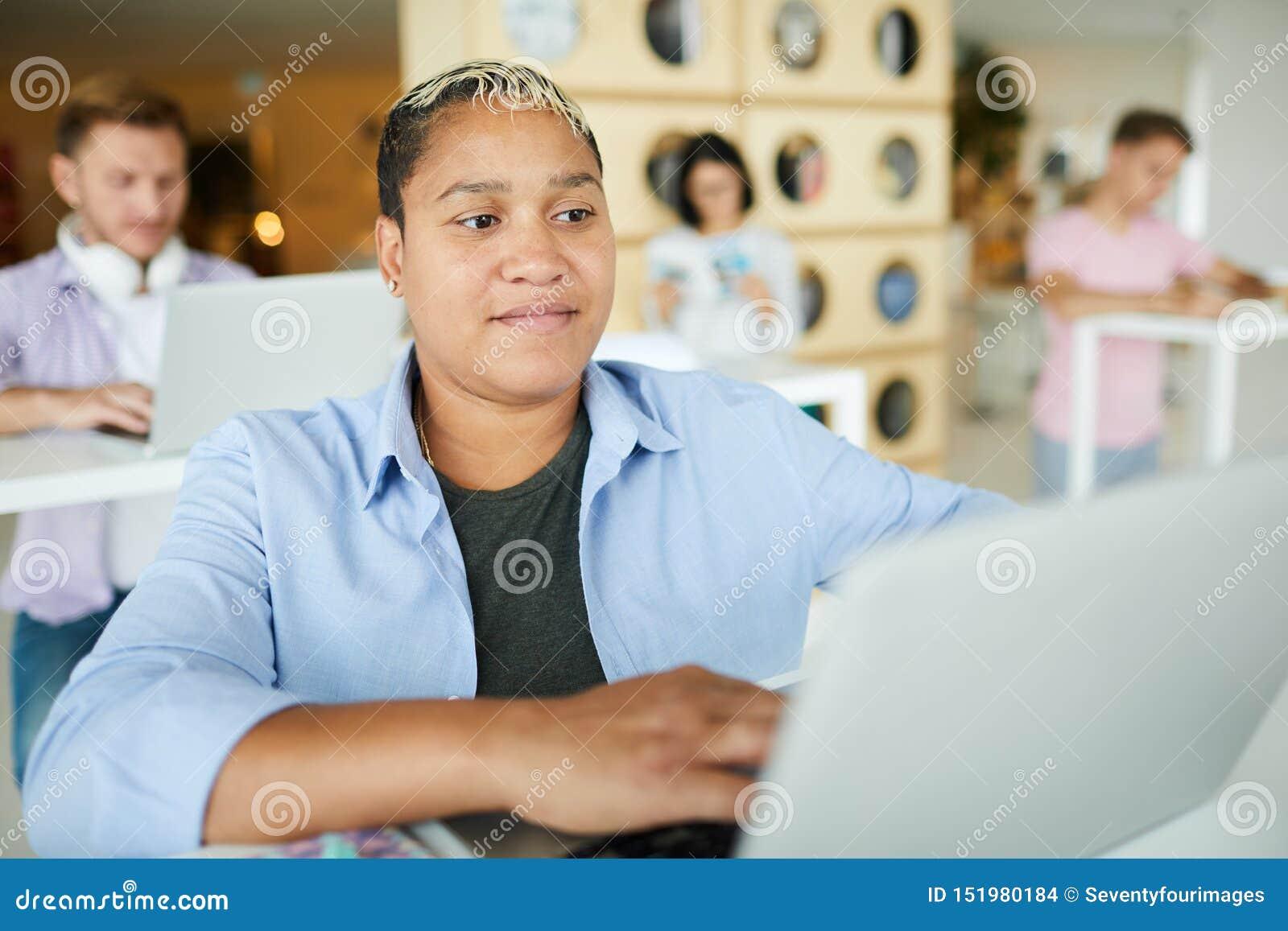 recherche femme sur internet)