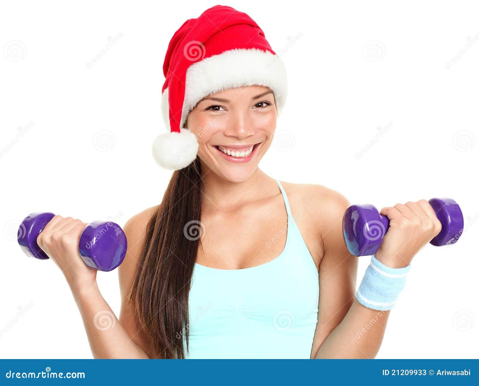Femme de forme physique de Noël utilisant le chapeau de Santa