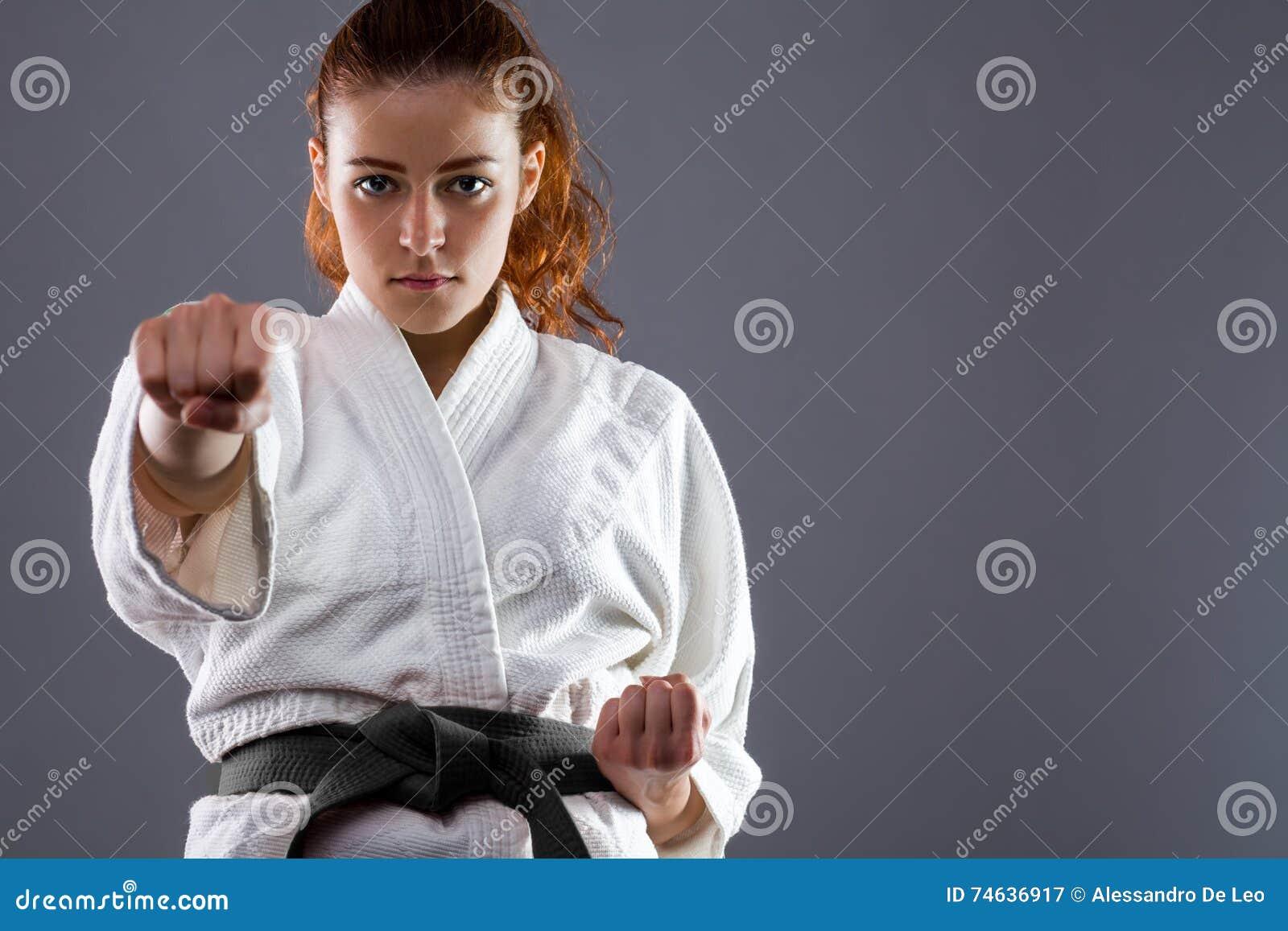 Femme de karaté