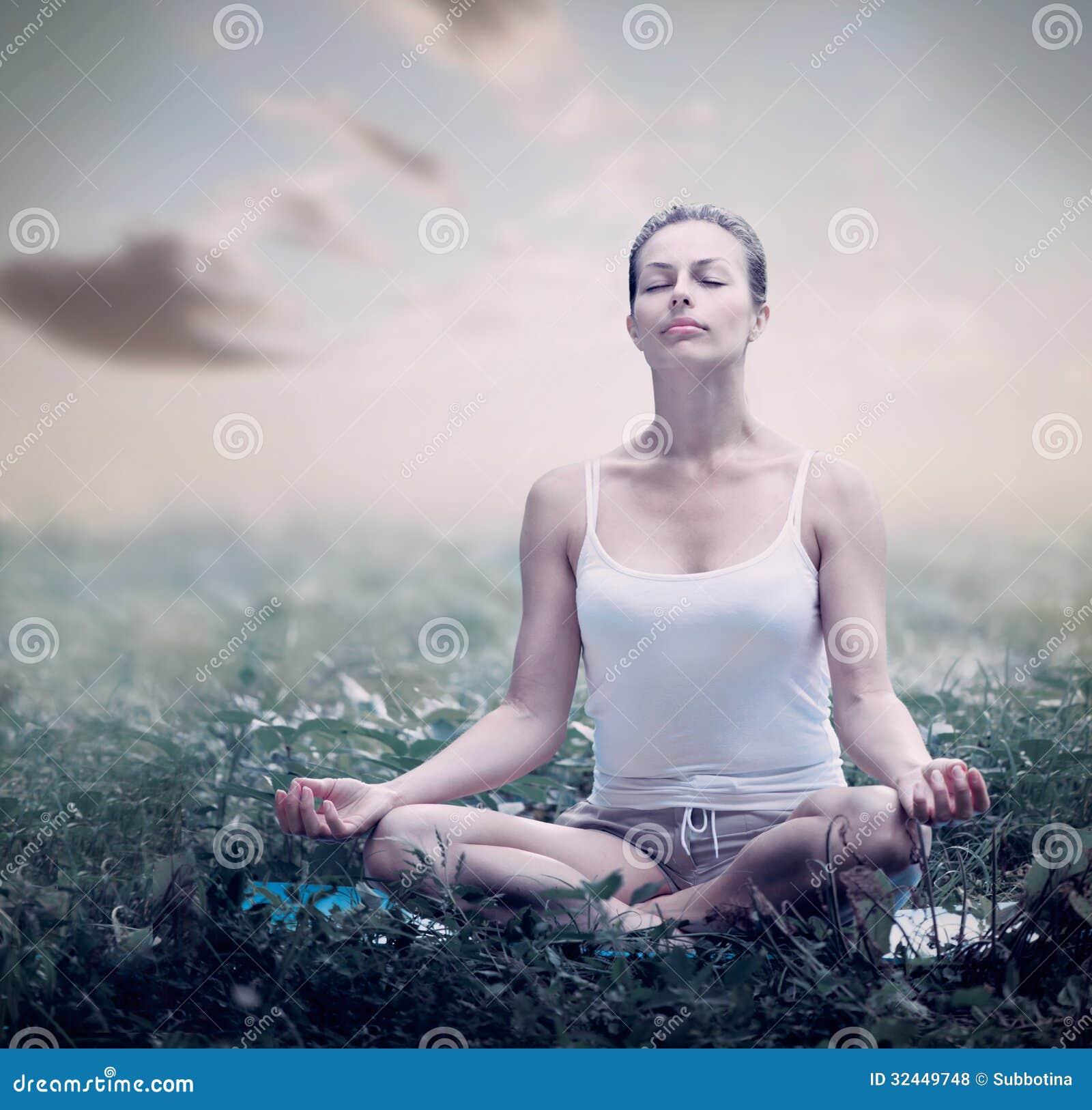 Femme de méditation. Yoga