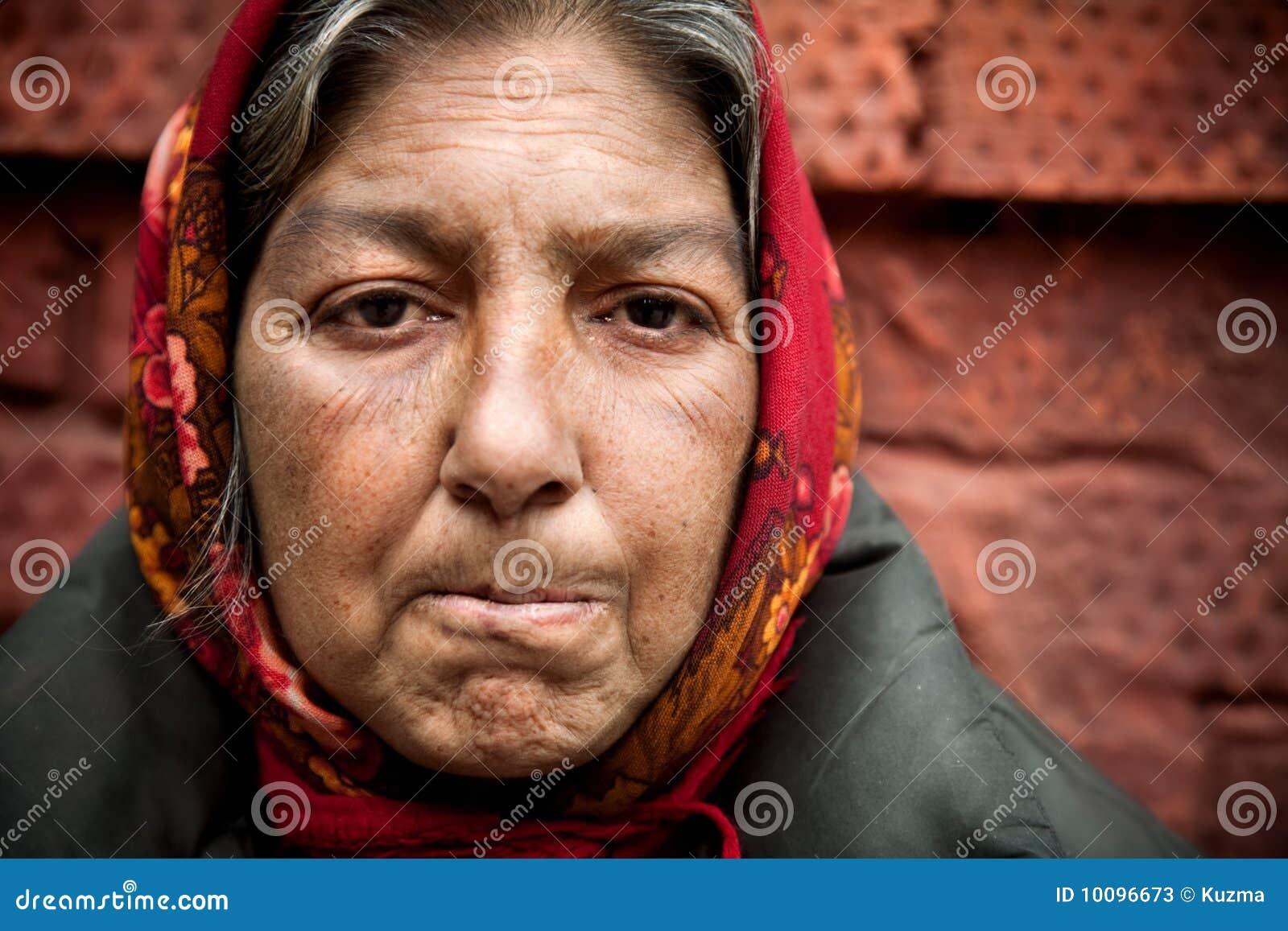 Femme de phénomène des sans-abri