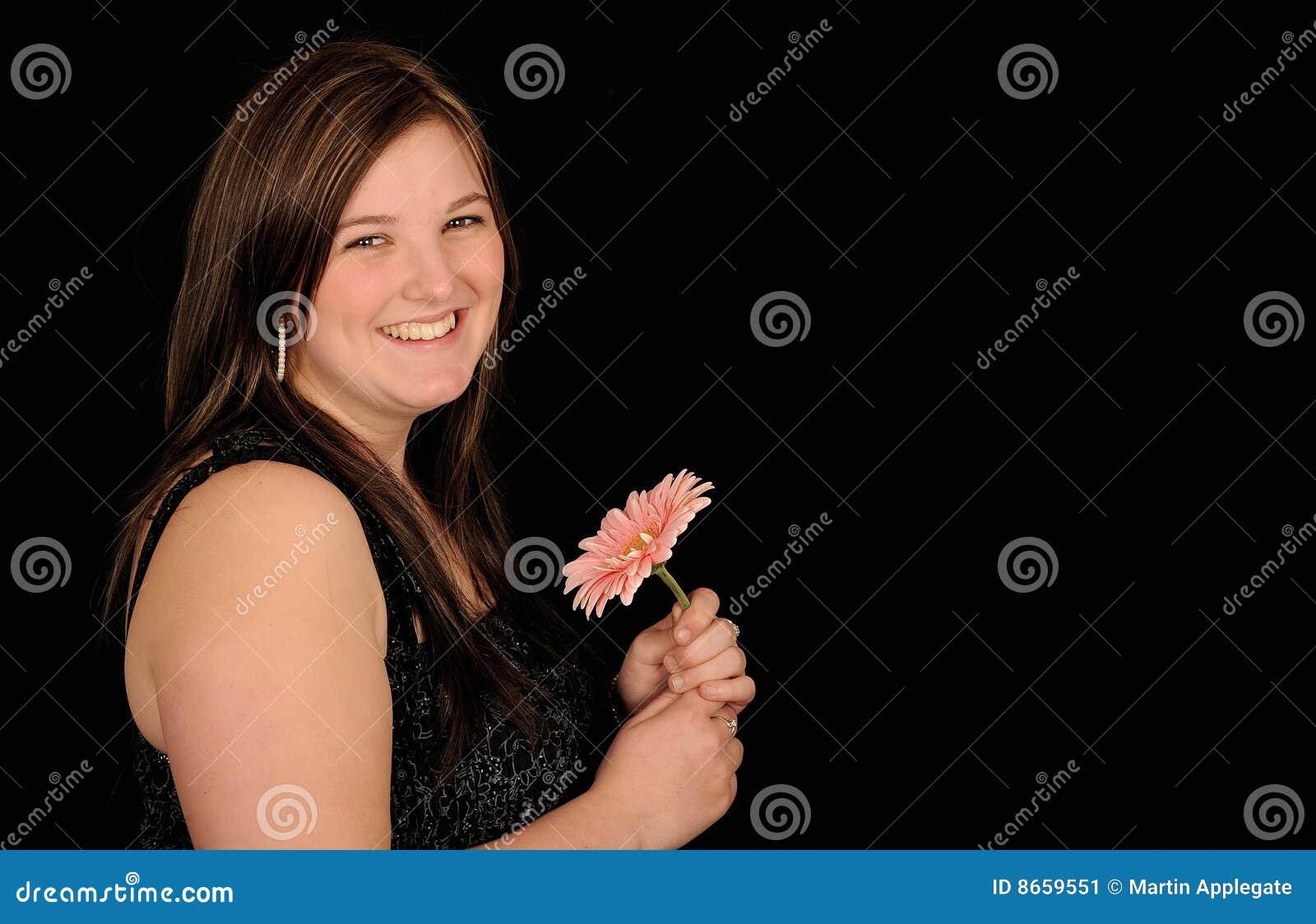 Femme de sourire de fleur
