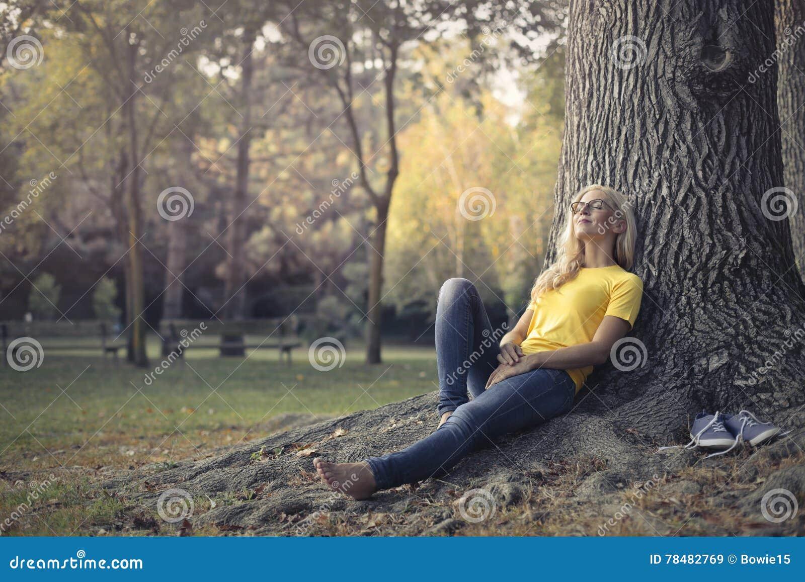 Femme en parc