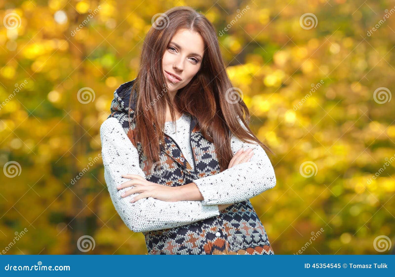 Femme en parc d or