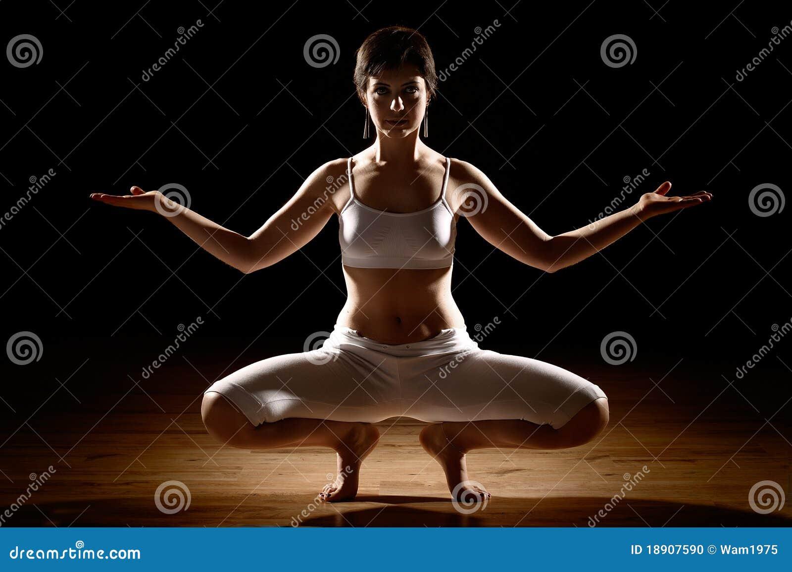 Femme en position de yoga