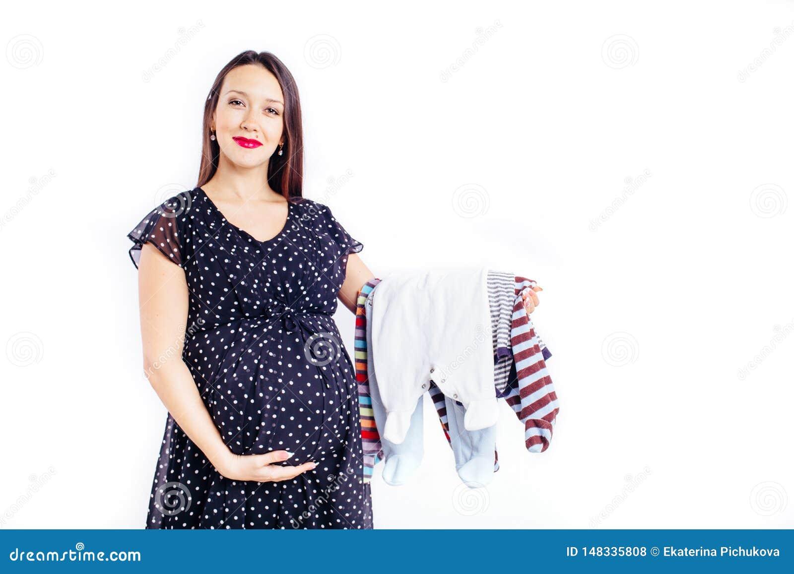 Femme enceinte ?tonn?e attendant son enfant