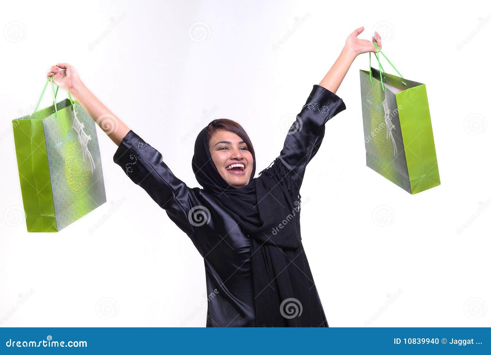 Femme et sac à provisions
