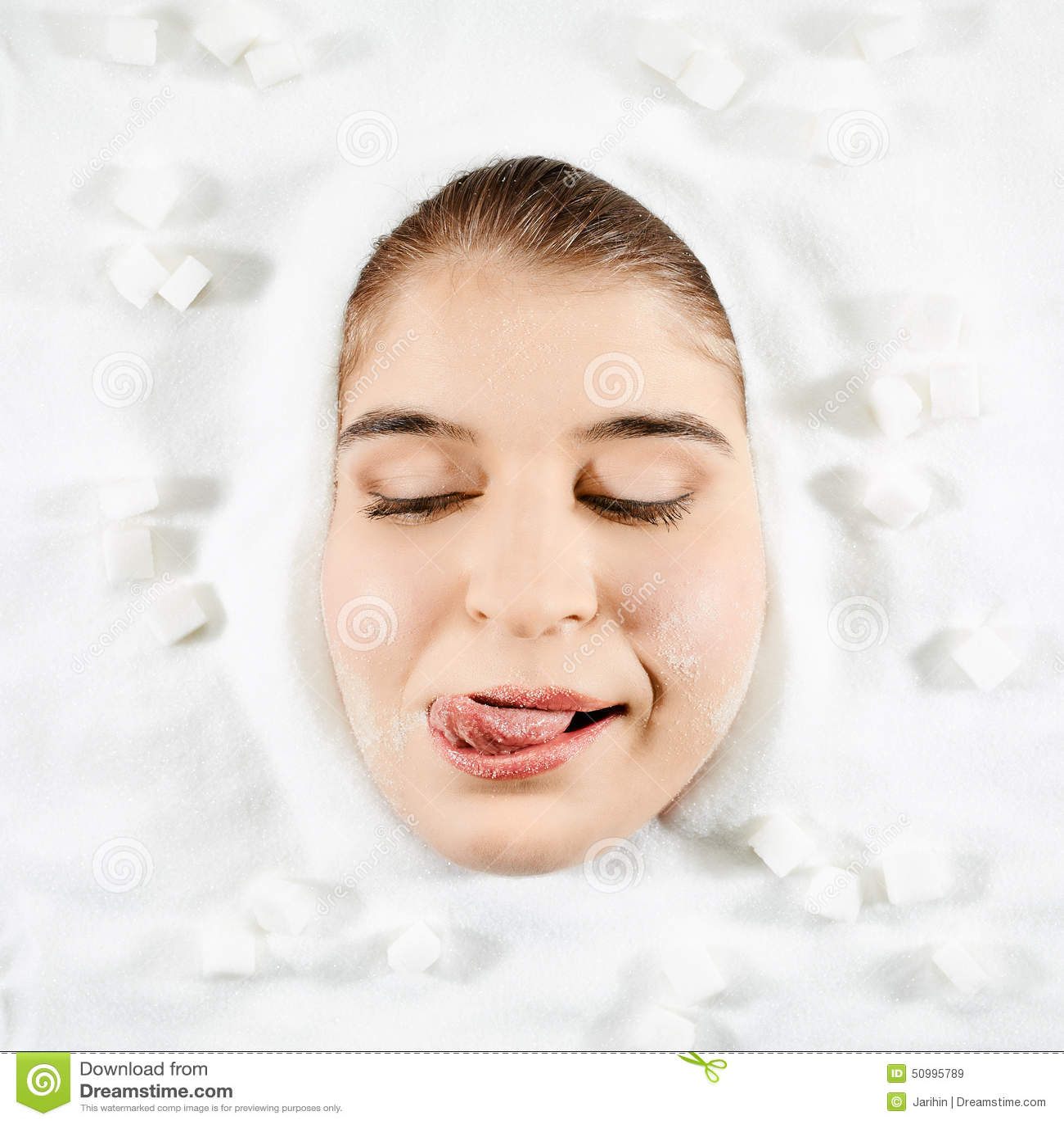 Femme et sucre blanc