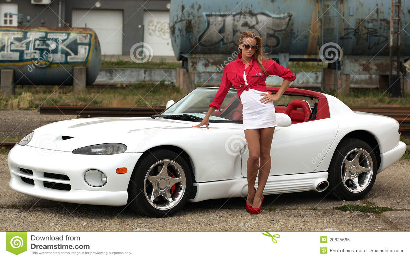 femme et voiture de sport photo stock image du. Black Bedroom Furniture Sets. Home Design Ideas