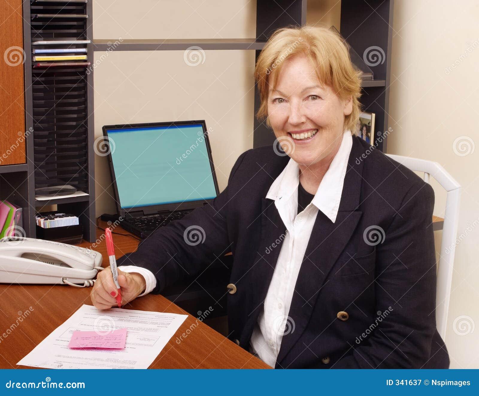 Femme heureuse d affaires II