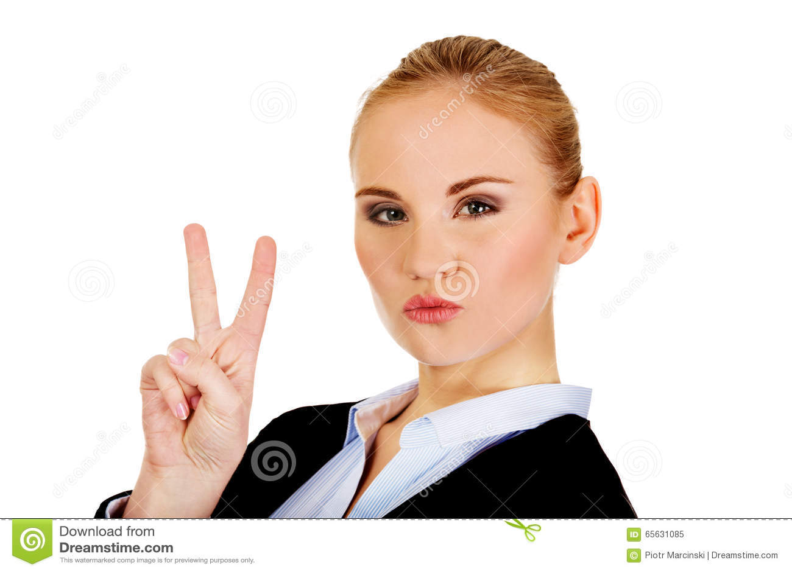 Femme heureuse d affaires montrant le signe de victoire