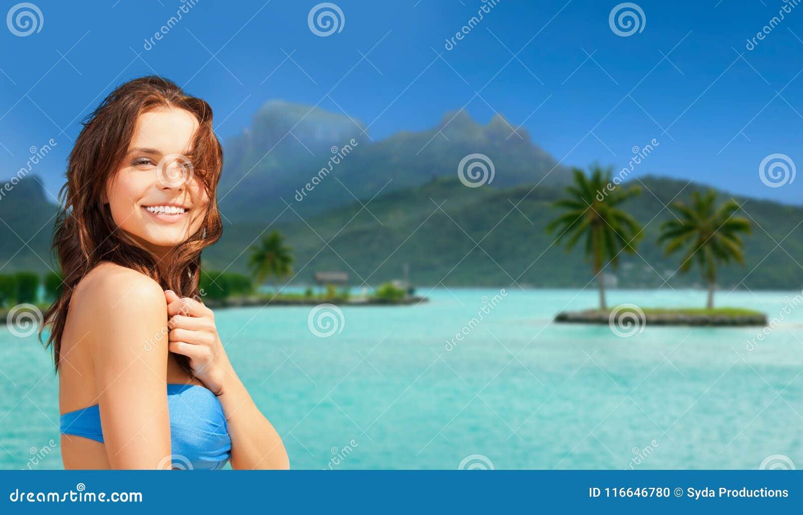 Bikini Bain Maillot F1ulkc3tj Le Heureuse Plage La De Sur Femme Dans oWrCBedxEQ