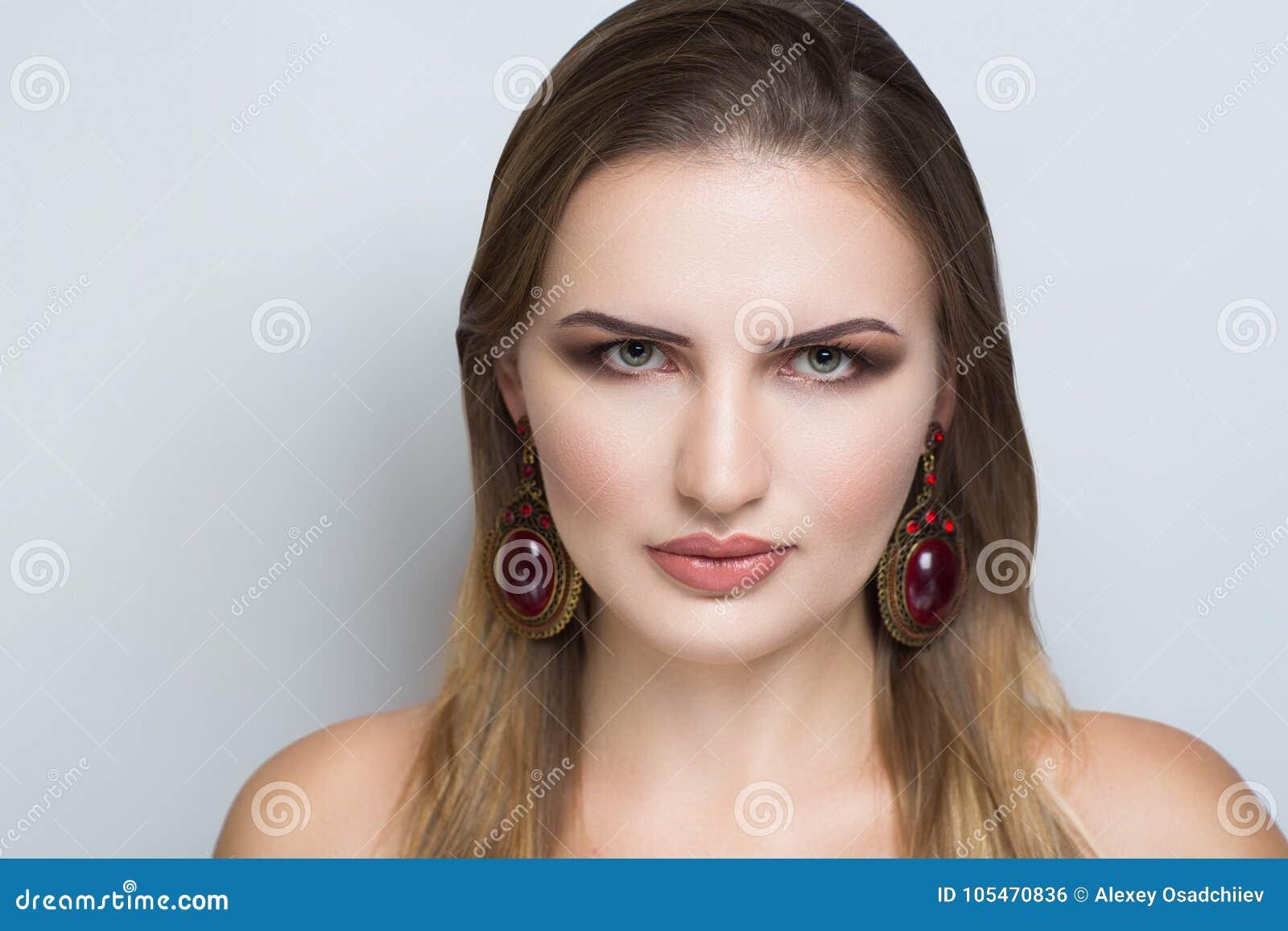 Femme Laide Photo femme laide de visage photo stock. image du fond, effectuez - 105470836