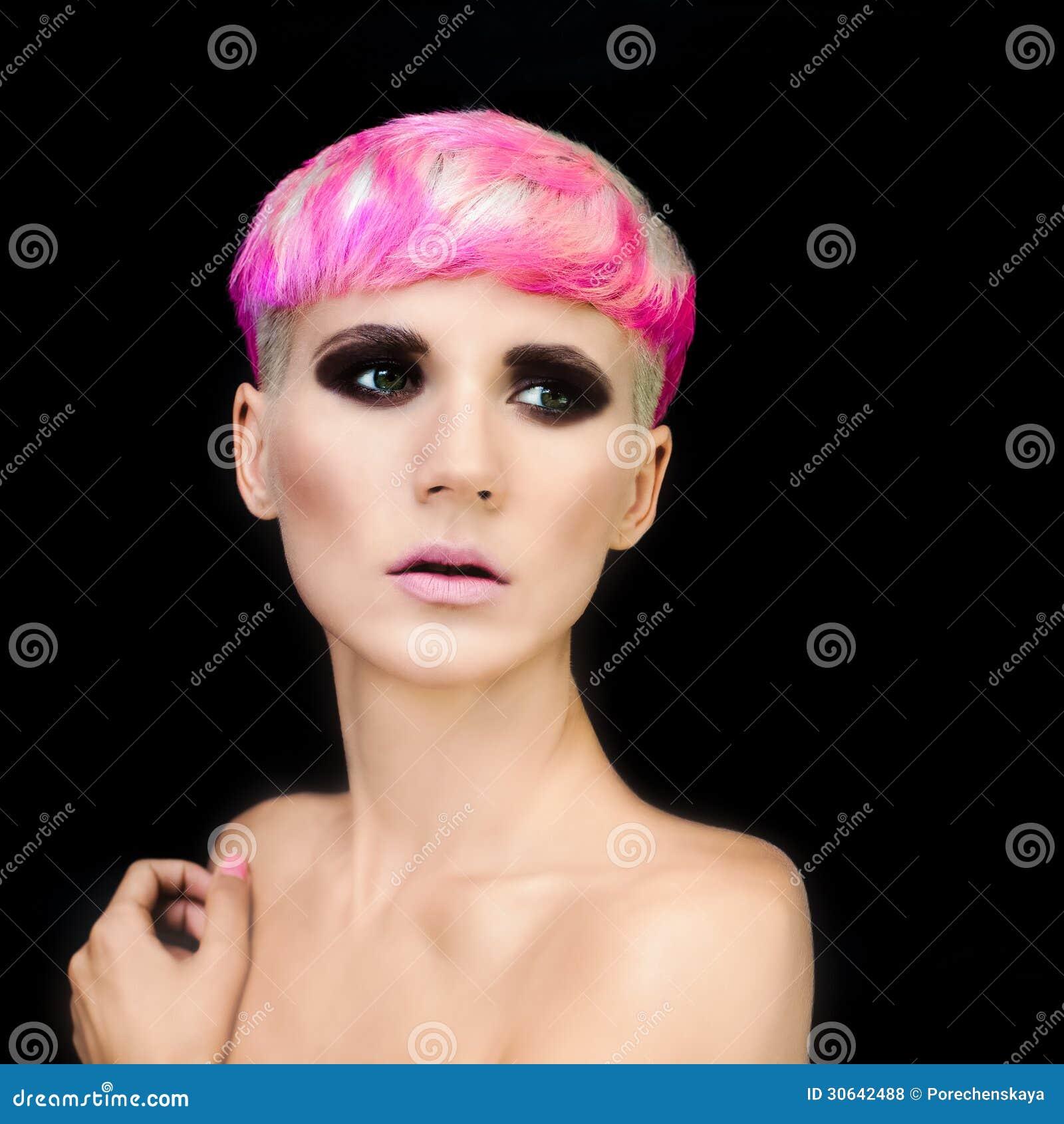 Femme élégante Avec La Coiffure à La Mode Photos libres de droits ...