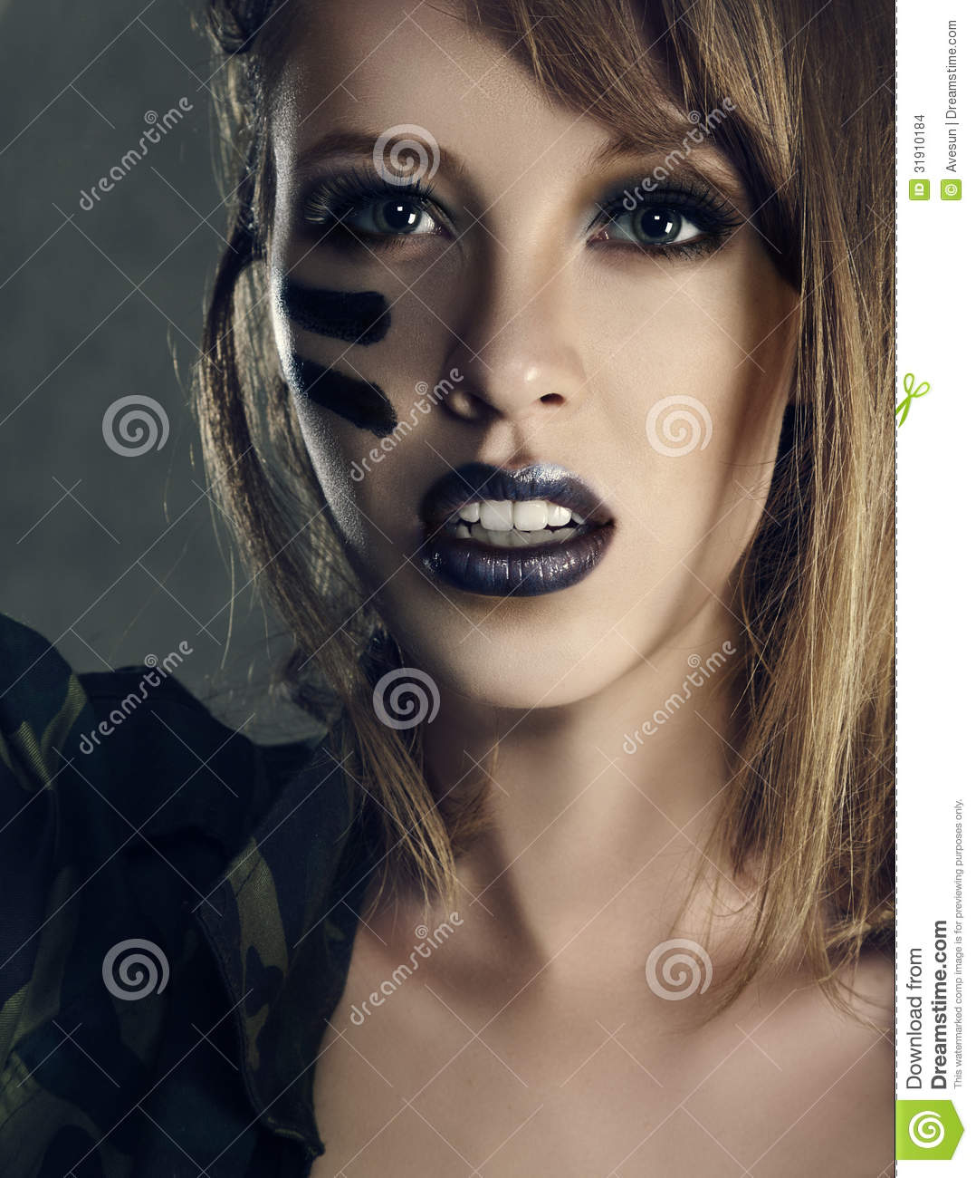 maquillage femme armee