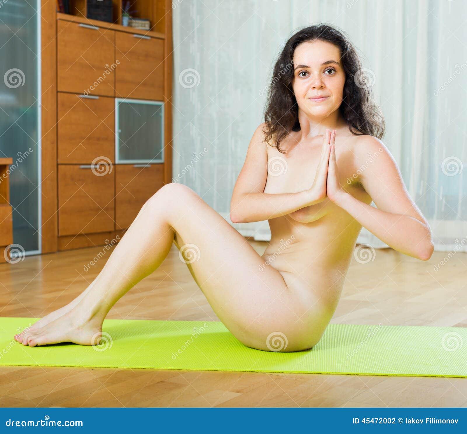 Femmes nues ayant des orgasmes
