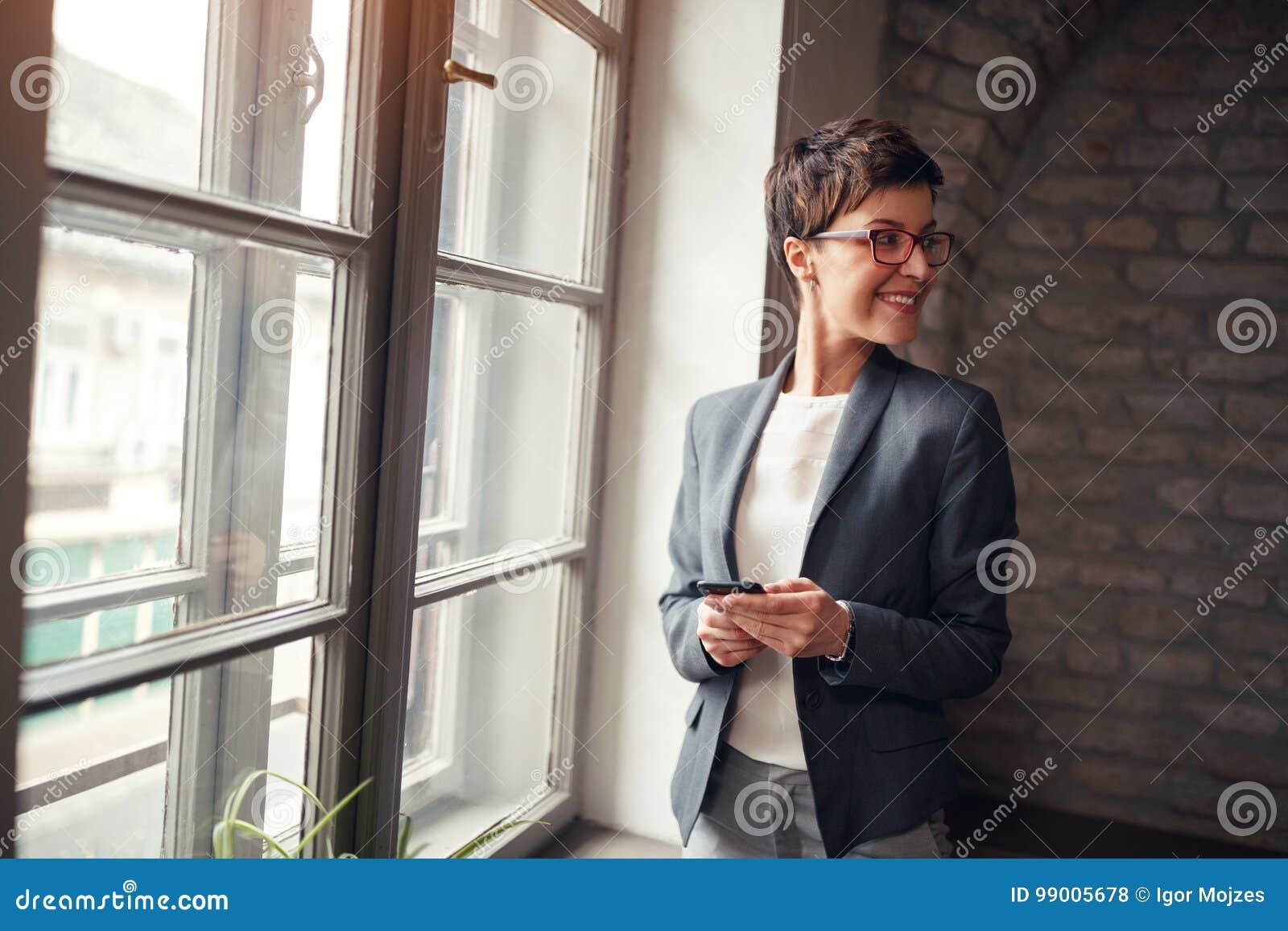 Femme occasionnelle d affaire-chef