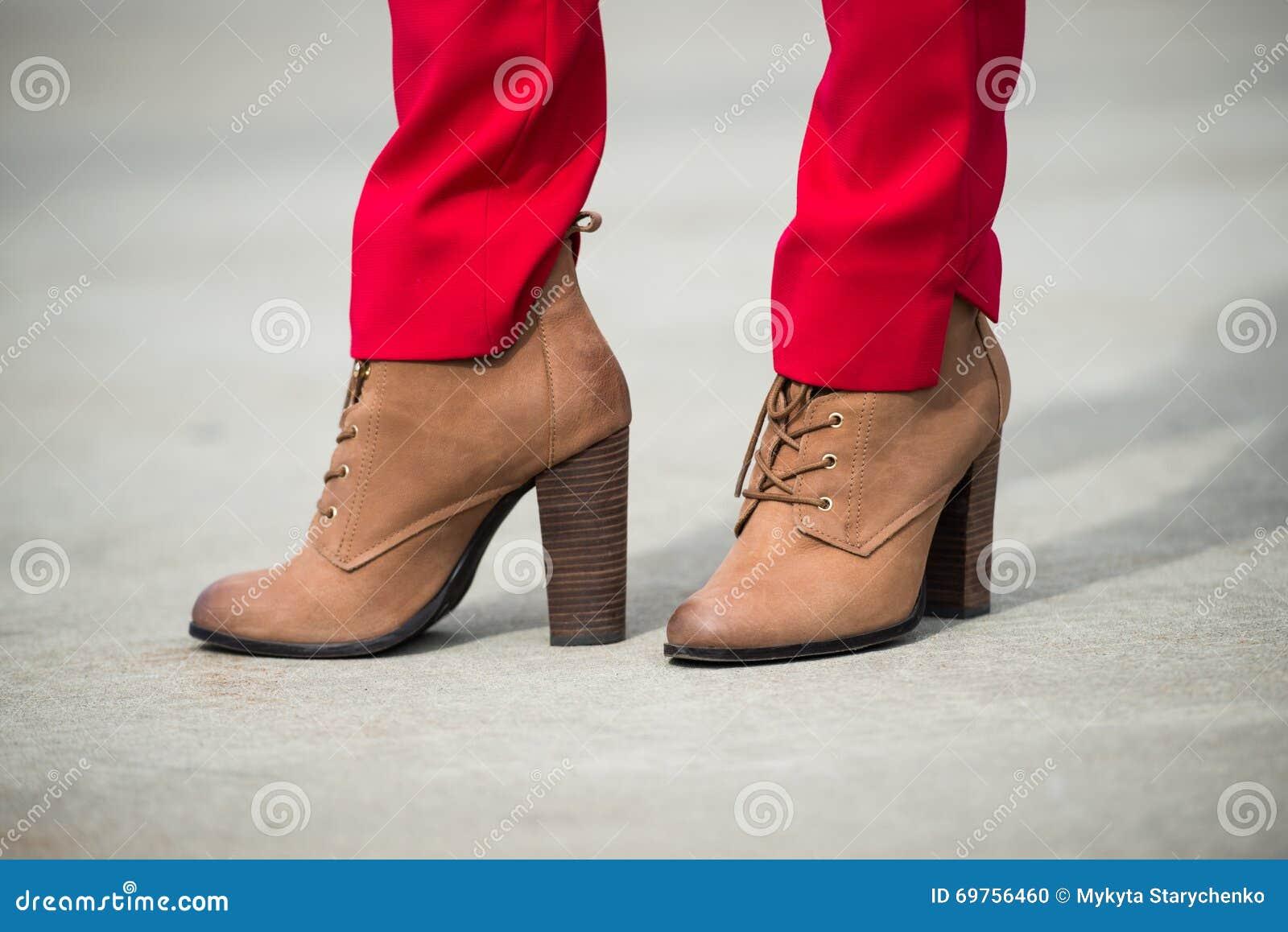 Tout Savoir Sur Le Cuir portant rouge et en femme cuir pantalon les chaussures le