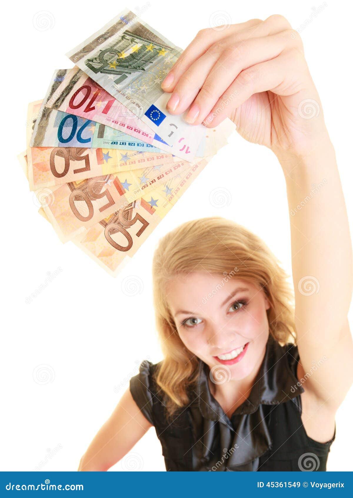 Femme riche montrant d euro billets de banque d argent de devise