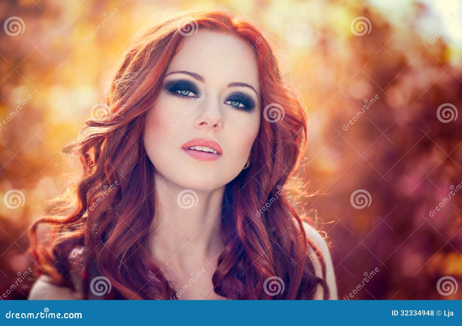 femme rouge de cheveux photos libres de droits image 32334948. Black Bedroom Furniture Sets. Home Design Ideas